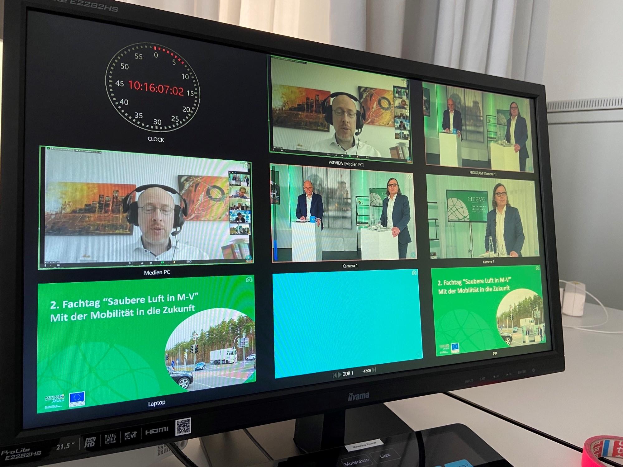 Monitor zeigt Aufnahmen vom emevo-Fachtag.